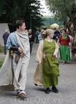 Нарамник (типа передника) лежит в основе многих видов средневековой одежды, мужской и женской. Это прямоугольный или овальный кусок ткани, перегнутый по ...