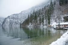 Озеро расположено на территории альпийского национального парка Берхтесгадена.