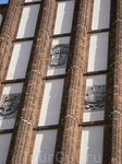 Варшава. Фасад  костела, который был  взорван и  по останкам которого прошлись  танки.