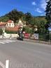 Ну что же, первый замок, который нам суждено увидеть в Чехии - это Карлштейн. И мы прибыли к его подножию. Добраться до замка из Праги можно на электричке ...