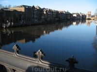 Река Йорк в центре города. Летом по ней можно покататься на лодках, взятых на прокат.