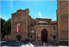 Рядом Музей еврейской культуры, где собраны экспонаты со всей Испании. Синагога Санта Мария ла Бланка (XII) – одна из самых больших синагог Толедо (28 ...