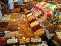 Обилие сладостей на рынке Бокерия