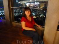 В башне Намсан - одном из символов Сеула. Тут обязательно надо побывать после заката: вид на ночной город просто потрясающий.