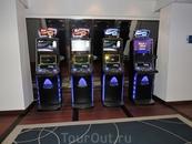Здесь есть казино и игровые автоматы.