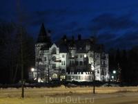 """Исторический отель-замок """"Валтионхотелли"""" в сумерках"""