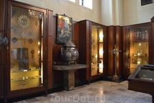 В другой складень помещена частица Ноева Ковчега. Сам этот реликварий датируется 1698 годом. На серебряных створках - чеканное изображение ангела, передающего ...