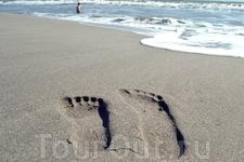 песок мелкий светло-серого цвета