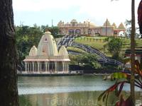 Храм на священном озере в кальдере вулкана