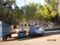 Таба последний городок перед границей с Израилем. Граница на замке бронетранспортерами и тойотой