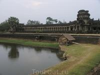 Озеро перед Ангкор Ватом