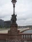 Фонарь на мосту возле пляжа