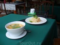 Самая простая еда - суп том ям и рис