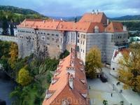 Вид с башни на замок