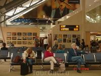 Это выставка фотографий в таллиннском аэропорту. Вообще он очень уютный - там и детские комнаты, и выставки, и маленькие магазинчики, и кафешки и абсолютное отсутствие очередей (за исключением очереде