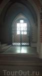 раньше в церковь заходили не через центральный вход, а через боковой - там же, при входе и оставляли оружие.
