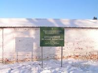 У входа в Александровский монастырь