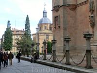 Улица Cardenal Pla y Deniel, по которой мы обходим соборы и идем к Университету.