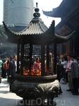 Современные небоскребы все ближе подходят к храму