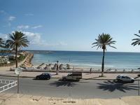 Вид на пляж в городе