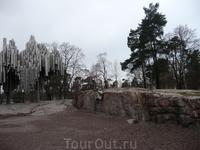 Памятник выдающемуся финскому композитору Яну Сибелиусу установлен в живописном парке района Меилахти. Автор памятника, Эйла Хилтунен, создала его из сварных труб и придала ему абстрактно-символически