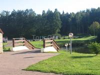 Вниз по ступенькая (это 10 метров от отеля) и налево - 15 минут хотьбы до Балтийского моря.