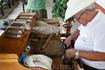 скручивание сигар. бар Канчанчара.г.Тринидад. ранее в этом баре любили заседать пираты.