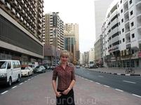 Насер Сквер – торговая улица, расположенная в центральной части Дубай.