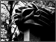 Голова индейца Фрагмент монумента Мира