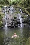 Можно искупаться в местном водопаде