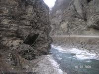 Чегемские водопады. Речка полностью не замерзает
