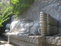 самая большая во Вьетнаме статуя великого Будды Шакьямуни, изображенного в состоянии нирваны