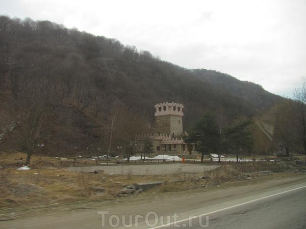 Башня. На ближних подступах к Домбаю