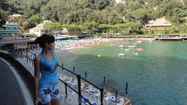 В виду того что у Портофино очень маленькая территория, отсутствие пляжей имеет место быть. Есть платные пляжи, один кажется... Парочка крохотных прилегающих ...