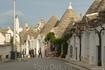 Нигде в мире нет таких удивительных домиков как в Альберобелло! Трулли выросли именно тут благодаря изворотливости феодала из семейства Аквавива. Тот, ...