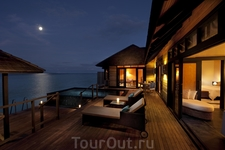 вечером в Hilton Maldives Iru Fushi Resort & Spa