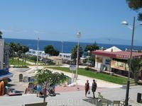 Playa de Torviscas в хорошую погоду отчетливо видны очертания острова Гомера