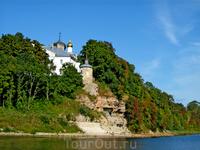 Снетогорский женский монастырь. Вид со стороны реки Великой.