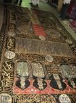 Как рассказали нам торговцы - это исключительно дорогая (во всех смыслах) вещь - 200-летний ковер, который покрывает главную святыню мусульман - Каабу. Ковер заткан золотом и серебром. Вопрос, что на