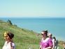 Туристы возвращающиеся с моря. Многие купались