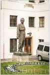 В одном дворе увидел эту скульптуру. Это не Дюма случаем?