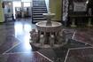 Маленький фонтан в холле нулевого этажа.