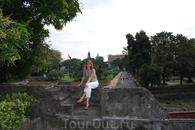 на стенах форта Сантьяго.