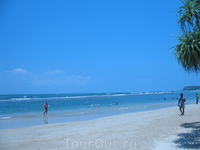 Наш пляж. Народу очень мало.