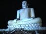 Самая большая статуя Будды на Шри-Ланке. Находится недалеко от отеля. Можно пешком дойти.