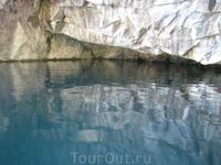 затопленные мраморные карьеры отличаются друг от друга не только внешними очертаниями берегов, но и удивительными оттенками воды.