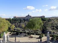 Здание Пехотной Академии, высшей офицерской школы, напротив Алькасара на другой стороне ущелья.