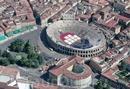 Верона - город, величие  и  красота  которого,  прошедшие  сквозь  столетия,  впечатляет  и  придает ощущение  сказки!  Фото взято  из соц.сети.