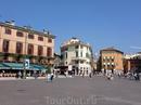 Коммерческий и общественный центр Вероны,Пьяцца Бра-самая просторная площадь в Вероне.
