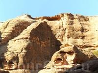 Петра - одно из истинных чудес света. Этот город высечен из песчаных скал набатеями - народом арамейского происхождения. Каждый камень достоин того, чтобы ...